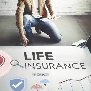 AIA is now the life insurance market leader thanks to its acquisition of CommInsure as it now has a combined $3.9 million, or 25 per cent, in in-force risk market share, according to DEXX&R. DEXX&R's latest life risk sales report over the year to June 201